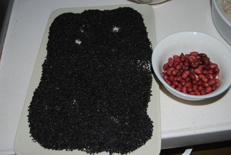 花生黑芝麻汤圆