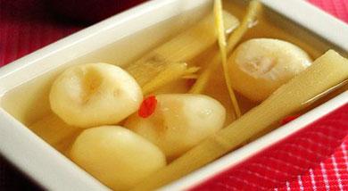姜丝马蹄甘蔗水   滋阴润燥   甘蔗;马蹄;生姜(红枣或枸杞根