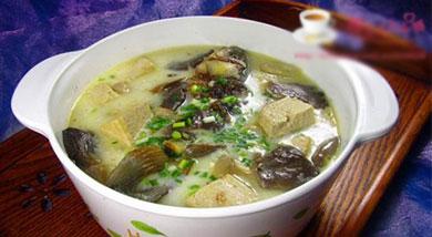 豆腐蘑菇炖鲫鱼