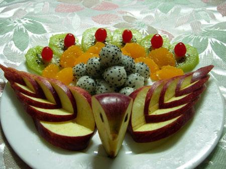 拼盘造型尽量迅速,防止营养,水分流失,尤其要保证水果的整洁卫生,不过图片